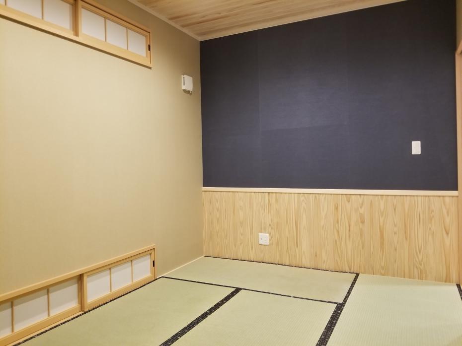 スタイリッシュでモダンな和室。優しい木の香りとい草の香りに包まれて。ほっと一息つける空間。
